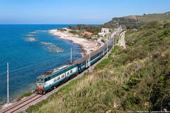 Intercity Notte al mare (Damiano Piovanelli) Tags: e656 treno treni trenitalia sicilia locomotiva caimano caimani ic icn notte