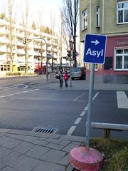 Asyl (Friedrich Grössing) Tags: münchen bayern bavaria lindwurmstrasse streetphotography strassenfotografie strasse street sendling schild schilder sign grössing groessing germany asyl asylum munich