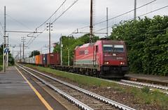 L'apparenza inganna... (Maurizio Zanella) Tags: italia trains railways alessandria ferrovia treni ocg pontecurone fuorimuro e483018 oceanogate tc74674