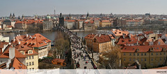 Panorama from the Lesser Town Bridge Tower (Ubierno) Tags: bridge puente europa europe prague eu prag charles carlos praha praga tschechien czechrepublic vltava oldcity praag prága républiquetchèque ue karlůvmost moldau プラハ repúblicacheca 布拉格 moldava staréměsto ciudadvieja karlova chequia פראג 프라하 českárepublika チェコ共和国 прага çekcumhuriyeti ubierno tsjechischerepubliek 捷克共和国 чешскаяреспублика csehköztársaság רפובליקהצכית راغ الجمهوريةالتشيكية 체코공화국