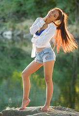 Dii Oor (ecker) Tags: light woman reflection backlight reflections river hair linz evening abend licht outdoor bra naturallight bikini shorts frau ufer fluss stein spiegelung bh gegenlicht abendsonne haar abendlicht spiegelungen stehen avaliablelight stehend ganzkorper haarlicht umgebungslicht diioor