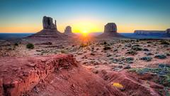 Sunrise at Monument Valley (Rob Reaburn Photography) Tags: monumentvalley utah arizona usa buttes coloradoplateau navajotribalpark sunrise dawn morning sunbeam crepuscularray sandstone siltstone geology rockformation tourism scenic spectacular colourful colorful navajo desert