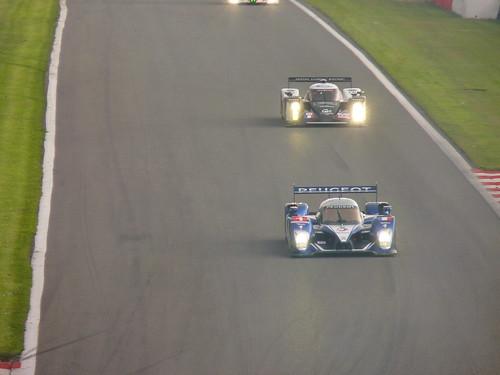 Peugeot 908 HDI LMP1 N° 1 ( Marc Gene - Alexander Wurz - Anthony Davidson ), Lola/Aston Martin B09/60 LMP1 N° 008 ( Pierre Ragues - Franck Mailleux - Vanina Ickx )