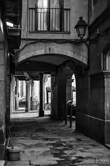 BCN Sombrerers (jorapa) Tags: bcn barcelona street carrer gotic ciutatvellarivera bw bn blackandwhite blancoynegro