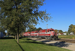Building outbounds (GLC 392) Tags: fork mill wsor wisconsin southern railroad railway train wamx watco emd sd402 janesville wi perfect sunrise fall awesome life amazing 4007 4010 4004 goose t002 outdoor building architecture tree clear sky grass yard outbound