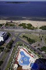Isla Gorriti desde Le Jardin | 170128-0032278-jikatu (jikatu) Tags: 162 gr jikatu lejardin maldonado penthouse puntadeleste ricoh uruguay view swimingpool piscina
