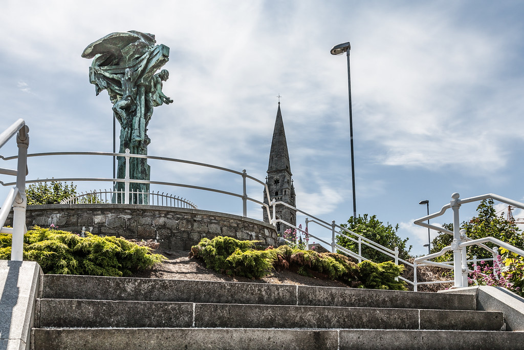 CHRIST THE KING STATUE IN DUN LAOGHAIRE  [TEN YEARS AGO]-124918