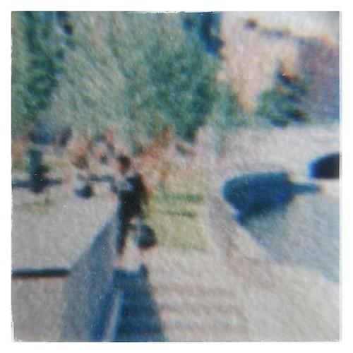 Apariciones no buscadas en fotos #passingby #picturebackground #fotosrescatadas #rescuedpictures #urbanlife #escenasurbanas #pasabaporahi
