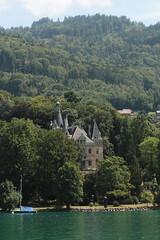 Schloss Hünegg ( Baujahr 1861 - 1863 - 19. Jhd. - Stil Historismus - Renaissance - Heute Museum - château castle castello ) am Ufer des Thunersee bei Hünibach in der Gemeinde Hilterfingen im Berner Oberland im Kanton Bern der Schweiz (chrchr_75) Tags: chriguhurnibluemailch christoph hurni schweiz suisse switzerland svizzera suissa swiss chrchr chrchr75 chrigu chriguhurni juli 2015 hurni150713 hochformat kantonbern berner oberland juli2015 albumzzz201507juli albumregionthunhochformat thunhochformat susisa kanton bern berneroberland thunersee alpensee see lake lac sø järvi lago 湖 albumthunersee albumschlosshünegg schlosshünegg hünegg hünibach hilterfingen schloss château castle castello