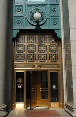 Peoples Gas Building (Cragin Spring) Tags: door city urban usa chicago building gold illinois midwest downtown unitedstates loop unitedstatesofamerica entrance chitown il chicagoloop chicagoil windycity peoplesgas