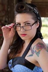 Angela, chica Pinup (Troylo@stur) Tags: light color luz girl chica natural moda gafas tatu pinup vestido tatuaje