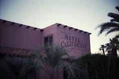amerika (finnegan_eins) Tags: usa fujisuperia200 voigtländerbessar3a palmsprings hotelcalifornia