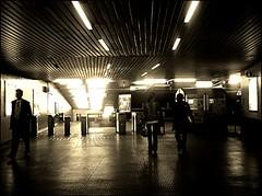 follow the lines (mtromorphoses series) (malidinapoli) Tags: brussels sepia underground subway cool belgium belgique belgie metro mtro gang bruxelles tunnel hallway ubahn brssel brussel couloir sog belgien belgio mtromorphoses kommhinab