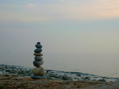 balance (Heiko Brinkmann) Tags: winter 15fav sculpture nature water 510fav germany landscape deutschland cool stones pebbles loveit balance bodensee inukshuk balancing lakeofconstance badenwuerttemberg pebblebalancing interestingness437 i500 camerahaiku