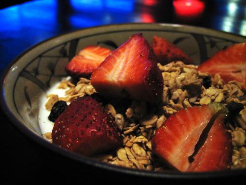 granola, yogurt, strawberries, and raisins