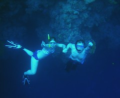 Freediving at The Bells, Dahab (Lars Plougmann) Tags: coral couple honeymoon underwater dahab egypt freediving reef sinai bluehole leilanilars dscn3744cr
