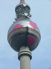 tv_fussball03 (ihakefe) Tags: berlin alex germany fussball alexanderplatz fernsehturm tvtower televisiontower unauffindbarinberlin