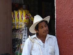 vamos? (Jesus Guzman-Moya) Tags: poverty portrait people man mxico mexico gente retrato r1 puebla hombre pobreza cuetzalan miradas dscr1 sonycybershotdscr1 chuchogm jessguzmnmoya