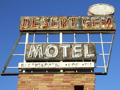 Desert Gem (Curtis Gregory Perry) Tags: old light arizona signs brick abandoned luz pool sign night vintage licht tv colorful neon glow desert bright antique lumire tube motel az ne retro abandon vacant signage glowing refrigerator forsaken deserted luce muestra gem signe sinal neons  zeichen non segno     teken  gilabend       neonic