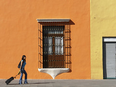 Travelling (Jesus Guzman-Moya) Tags: travel viaje orange woman window mxico mexico ventana interestingness mujer r1 naranja babel tlaxcala dscr1 100vistas i500 500i sonycybershotdscr1 chuchogm analiza4549 50club 50clubcalidad jessguzmnmoya tiempoiberoamericano exposicintokio2007 exposicinfukuoka2007