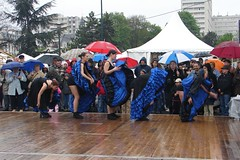1 mai in Argenteuil, in the rain still dancing (Julie70 Joyoflife) Tags: people france rain dance costume pluie 2006 festivity fte rains argenteuil 1mai 1may ploaie pleut ploua copyrightjuliekertesz 1may2006 frenchcancan httpwwwdailymotioncomjulie70video147918 videoatahrefhttpwwwdailymotioncomjulie70video147918wwwdailymotioncomjulie70video147918a esik photojuliekertesz 1maiargenteuil ess photojulekertesz