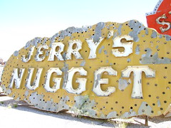 Jerry's Nugget (Curtis Gregory Perry) Tags: old vegas light signs classic luz glass sign night vintage licht neon glow bright lasvegas lumire nevada tube tubes casino ne retro nv signage glowing dying jerrys luce muestra important signe nugget sinal neons  zeichen  non segno      teken      glowed    neonic