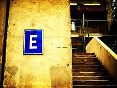 E (wakalani) Tags: blue sign yellow architecture stairs corner hospital lomo olympus amarillo e panama vistas zone escaleras ion gorgas canalzone zonadelcanal wakalani masvistas utatafeature hospitalgorgas institutooncologiconacional permitidoestacionar