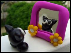 O miroir mon beau miroir (lavomatic) Tags: fleur noir handmade main clay miroir extrieur blanc argile fait regard personnage polymer polymre