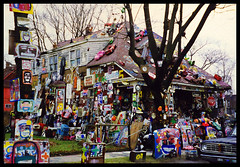 HP '97 OJ house (stOOpidgErL) Tags: house tree art home analog trash project hp junk kodak paintings detroit kitsch 1997 kitschy analogphotography oj 97 artinstallation kodakfilm gawdy heidelbergproject ojsimpson colorfilm guyton tyreeguyton stoopidgerl outdoorartinstallation ojhouse