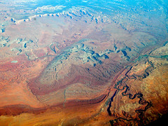 jfk-lax045.JPG (dsearls) Tags: utah desert aerial valley geology overview windowseat goosenecks triassic navajosandstone jurasic canevalley 20060518 united21 ual21 seat25f honakertrailformation anthropocene overvieweffect