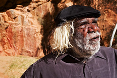 George Ward Tjungurrayi (Paul Gosney) Tags: nt traditional australia 2006 elderly painter aboriginal indigenous alicesprings centralaustralia paulgosney acmp emilygap georgewardtjungurrayi pintupi