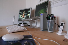 Desk 2006-04 #1 (stefanrechsteiner) Tags: desktop apple powerbook ipod samsung macally lacie mightymouse schreibtisch soundsticks isub ipod3g harmankardon syncmaster ipodnano icekey exploretop20