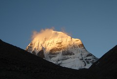 mount kailash, sonnenuntergang (*Sabine*) Tags: china travel sunset mountain snow nature landscape asia asien sonnenuntergang natur tibet berge day1 kailash landschaft kora jewel mountkailash elevation65007000m khora kangrinpoche gangrinpoche transhimalayas transhimalaya jewelofthesnow summitmtkailash altitude6638m mountainstranshimalayas auswahl:jahr=2006 kailash2006 year:uploaded=2006 sabinesteinmller