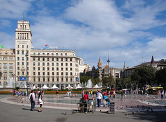 Barcelona - Plaa de Catalunya (Maxofmars) Tags: barcelona plaza city people espaa building fountain square spain place brunnen edificio fuente ciudad tourist catalonia stadt catalunya piazza fontana espagne fontaine gebude ville spanien barcelone spagna immeuble citta plaa catalogne plaats