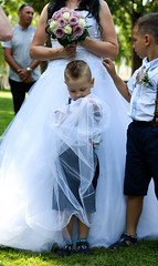 Wedding with kids (NikaH*) Tags: flowers wedding summer beautiful grass kids canon fun marriage happiness flowe 70d canon70d