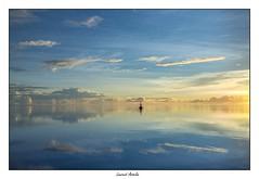 Entre ciel et mer (Laurent Asselin) Tags: aube sunrise paysage ciel nuages balise eau mer océan reflets lumière couleurs calme côte rivage guyane kourou