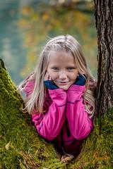 Familie Wallasch (djaneschphoto) Tags: shooting outdoor familie family herbst autumn grün gruen green wiese meadow lächeln leacheln smile pink blau blue baum tree wasser water bokeh moos moss