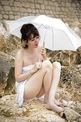Laura sous la pluie... (Yannick Galeski) Tags: sexy shoot pluie shooting lora parapluie