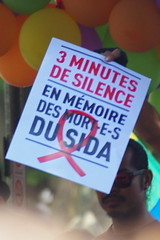 3 minutes de... (Juin 2015) (Ostrevents) Tags: gay 3 paris france death juin europa europe aids mort victim award pride silence capitale gaypride tradition hommage sida marche minute juny victime 2015 chn fiert 3minutes marchedesfierts ostrevents