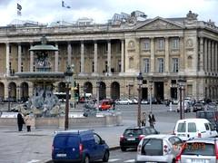 **Paris...la charmeuse...** - 19 (Impatience_1 (Peu...ou moins prsente)) Tags: people sculpture paris fountain architecture difice fontaine btiment gens placedelaconcorde impatience htel fontainedesmers hteldecrillon