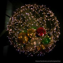 boules (David-photopixel-bzz) Tags: décoration lumière extérieur boules sapin noël fête paris canon sigma les halles châtelet