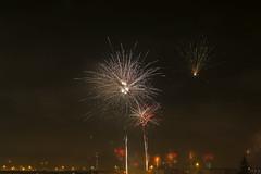 Flugeldar í Hafnarfirði (Gaflarinn) Tags: 20162017 31desember áramót breiðvangur20 hafnarfjörður flugeldar nótt fireworks rautt read