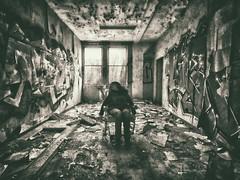 ̴D̴̴é̴̴r̴̴i̴̴v̴̴e̴̴ ̴̴i̴̴n̴̴t̴̴é̴̴r̴̴i̴̴e̴̴u̴r̴ (L'échappée belle - Mlle M) Tags: urbex decay lost exploration abandonné femme explore exploring explo forgotten