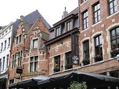 Old housefront in the Rollebeekstraat (Joop van Meer) Tags: brussels café 2015 gr12 rollebeekstraat