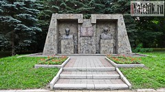 Памятник Бекмурзе Пачеву и Кязиму Мечиеву