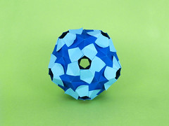 Elnath (masha_losk) Tags: kusudama кусудама origamiwork origamiart foliage origami paper paperfolding modularorigami unitorigami модульноеоригами оригами бумага folded symmetry design handmade art
