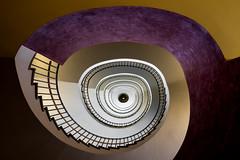 The golden button (michael_hamburg69) Tags: düsseldorf germany deutschland landeshauptstadt nordrheinwestfalen nrw stairs treppe carltheodorstrasse6 treppenaufgang treppenauge