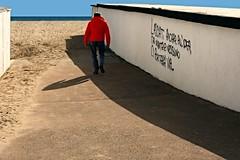 Niente e nessuno ci porterà via (meghimeg) Tags: 2017 armaditaggia mare sea uomo man muro wall scritta print eros nienteenessunociporteràvia sole sun cielo sky ombra shadow spiaggia beach sabbia sand