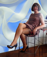 Cette chaise haute est vraiment fabuleuse ;-) (sophie_bas_nylons) Tags: sexy stockings legs robe sophie exhib polka heels dots bas pinup nylon jambes talons salope coquine escarpins