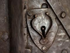 Schloss im Schloss (wpt1967) Tags: lock keyhole solingen canon50mm schlossburg schlüsselloch eos60d wpt1967